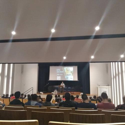 Palestras e pregações no auditório