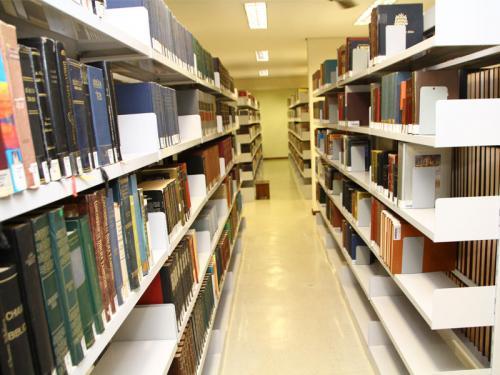 Biblioteca do SPS, amplo espaço para estudo e consultas.