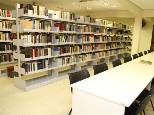 Biblioteca do SPS. Bibliotecárias dedicadas sempre prontas a atender os alunos.