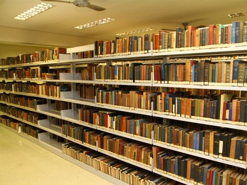 Biblioteca do SPS. De livros raros até as mais recentes publicações.